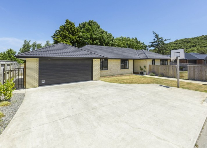 16A Sunstone Crescent, Brown Owl