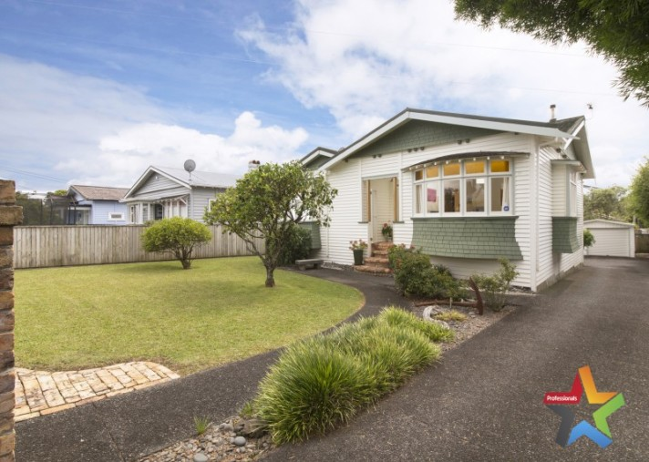89 Huia Road, Point Chevalier
