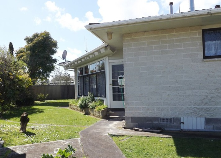 74a Queen Street West, Levin