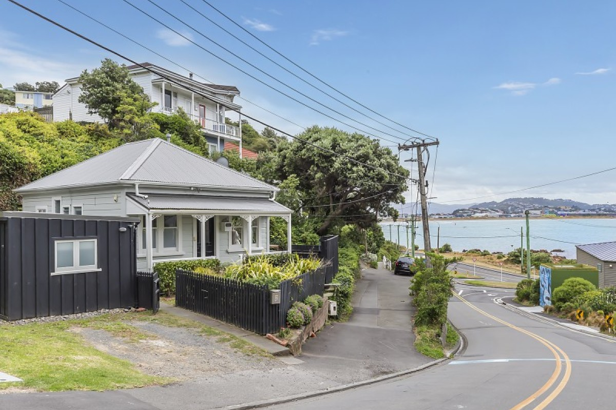 8A Hungerford Road, Lyall Bay