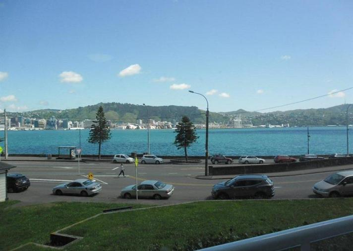 Unit 2, 370 Oriental Parade, Oriental Bay