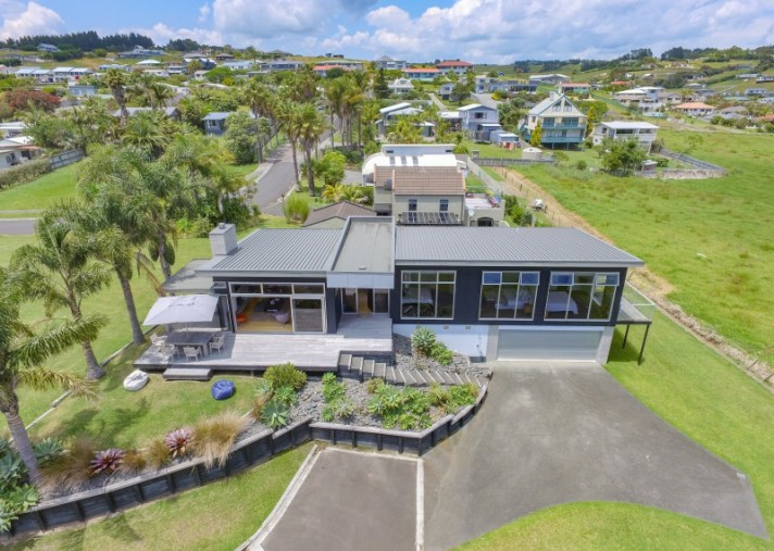 10 Bayside Drive, Coopers Beach
