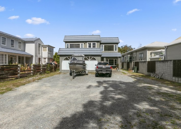 140 Waterloo Road, Central Hutt