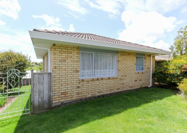 9 Ashmore Drive, Frankleigh Park