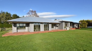 372 Lindsay Calcium Road, Isla Bank