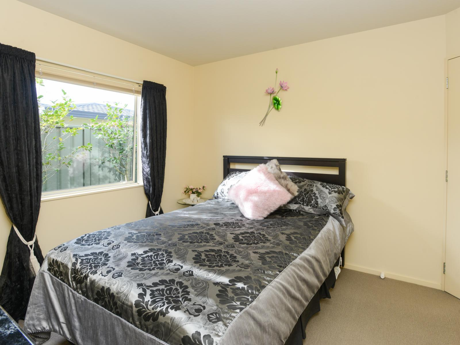 2 Queens Walk, Taradale