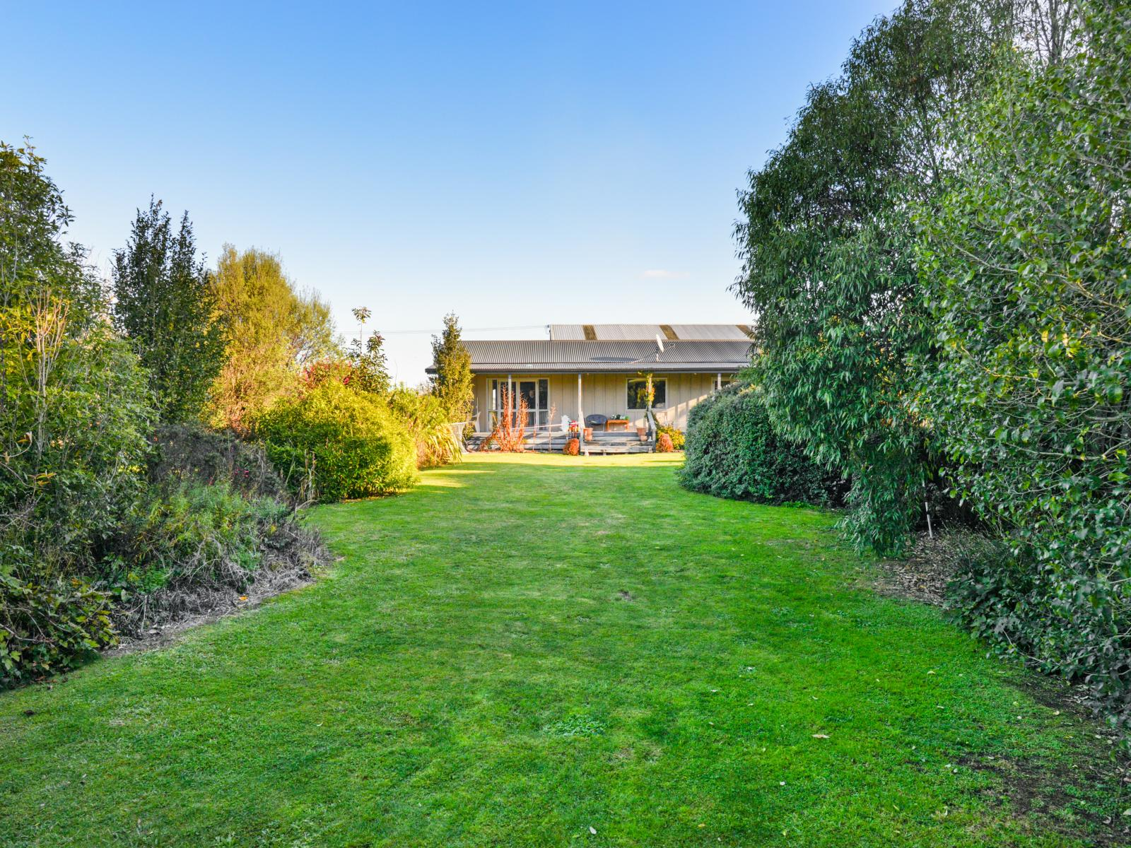 904 Norton Road, Akina