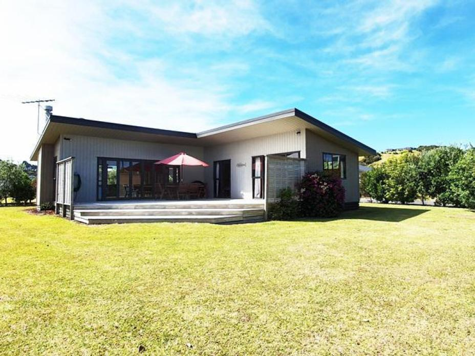 100 Lil Place, Whangapoua